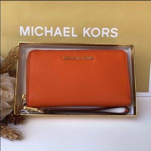 🌹 Michael Kors Jet Set Large Phone Case